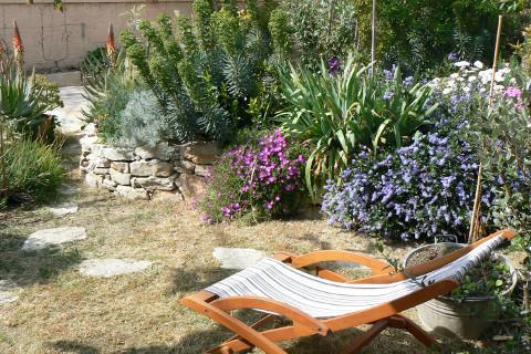 sieste-dans-le-jardin-mediterranéen