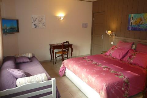 chambre-garrigue-lit-et-canape-1