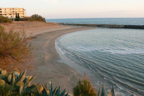 La plage de la Corniche, à 100m